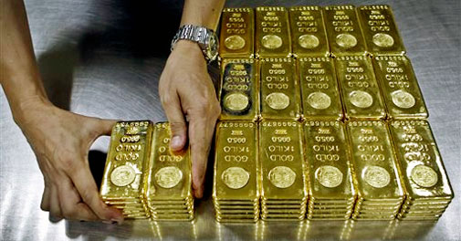 Gold, silver extend losses on sustained selling, global cues