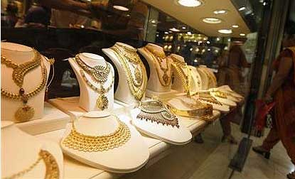 Gold price plunges by Rs 120 to Rs 30810