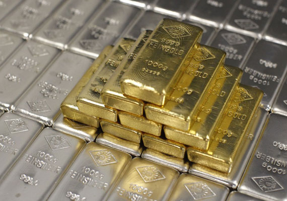 Gold surges on firm global trend, festive buying