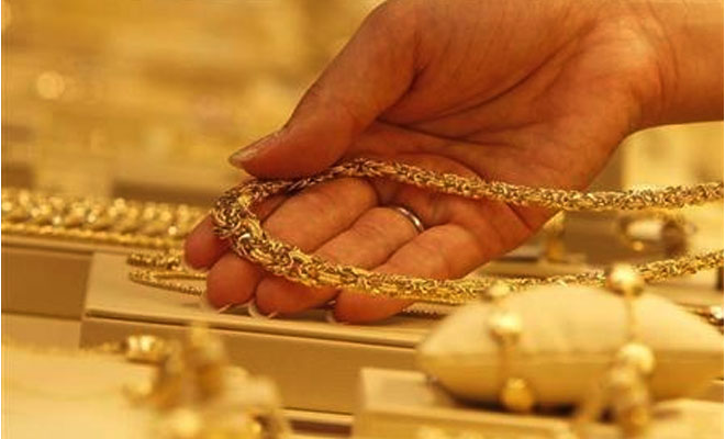 Gold prices surge Rs 650 to Rs 31200 on seasonal demand