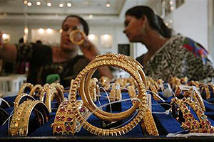 Gold, silver prices fall in Delhi on profit selling, weak global trend