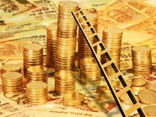 Gold falls to Rs 31215 as stockists sell on global cues