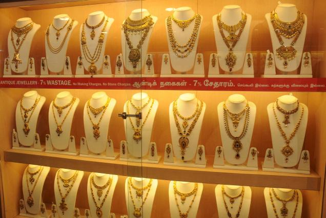 Gold, silver fall on stockists selling