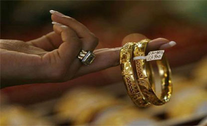 Gold price falls by Rs 285 to Rs 30500