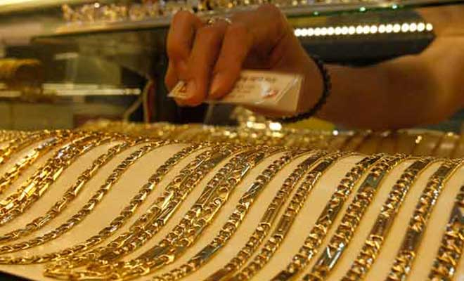Gold price falls further by Rs 205 to Rs 30160 in Delhi