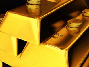 Gold falls further on stockists' selling, global cues