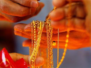 Gold gains on fresh stockists' buying, global cues