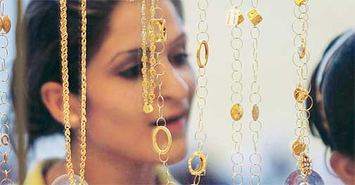Gold, silver prices fall on sluggish demand, weak global cues