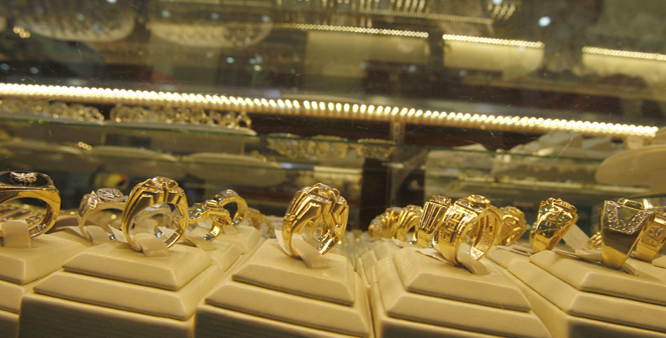 Gold silver fall on fresh selling by stockists