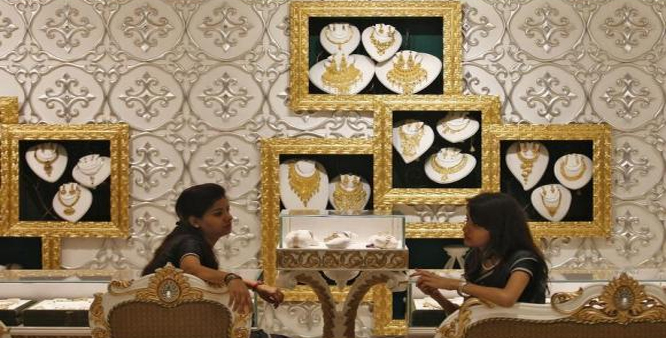 Gold silver fall on stockists selling global cues
