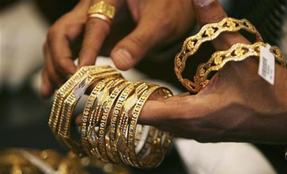 Gold, silver prices tumble Rs 310 on heavy selling, global cues