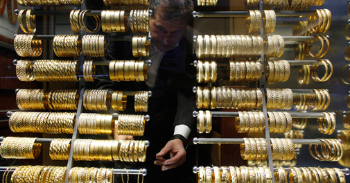 Gold, silver prices fall on global cues