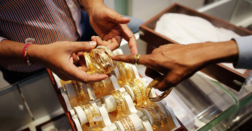 Gold prices decline by Rs 140 on weak global cues