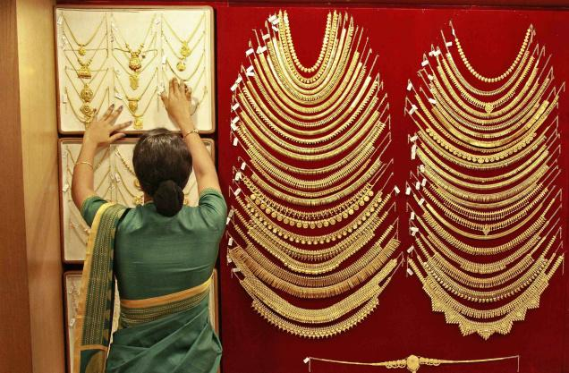 Gold tumbles, dips to over 3-month low on global cues