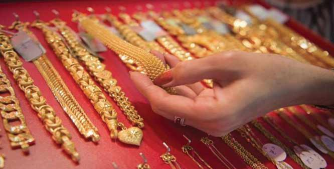 Gold silver decline on low demand global cues