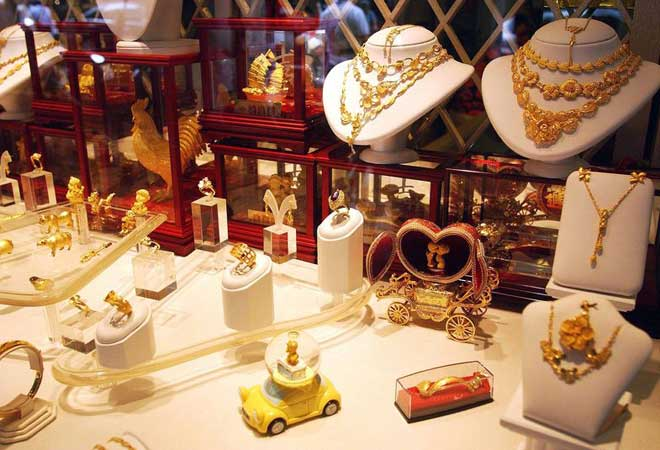 Gold prices end steady on scattered buying, silver rises by Rs 350