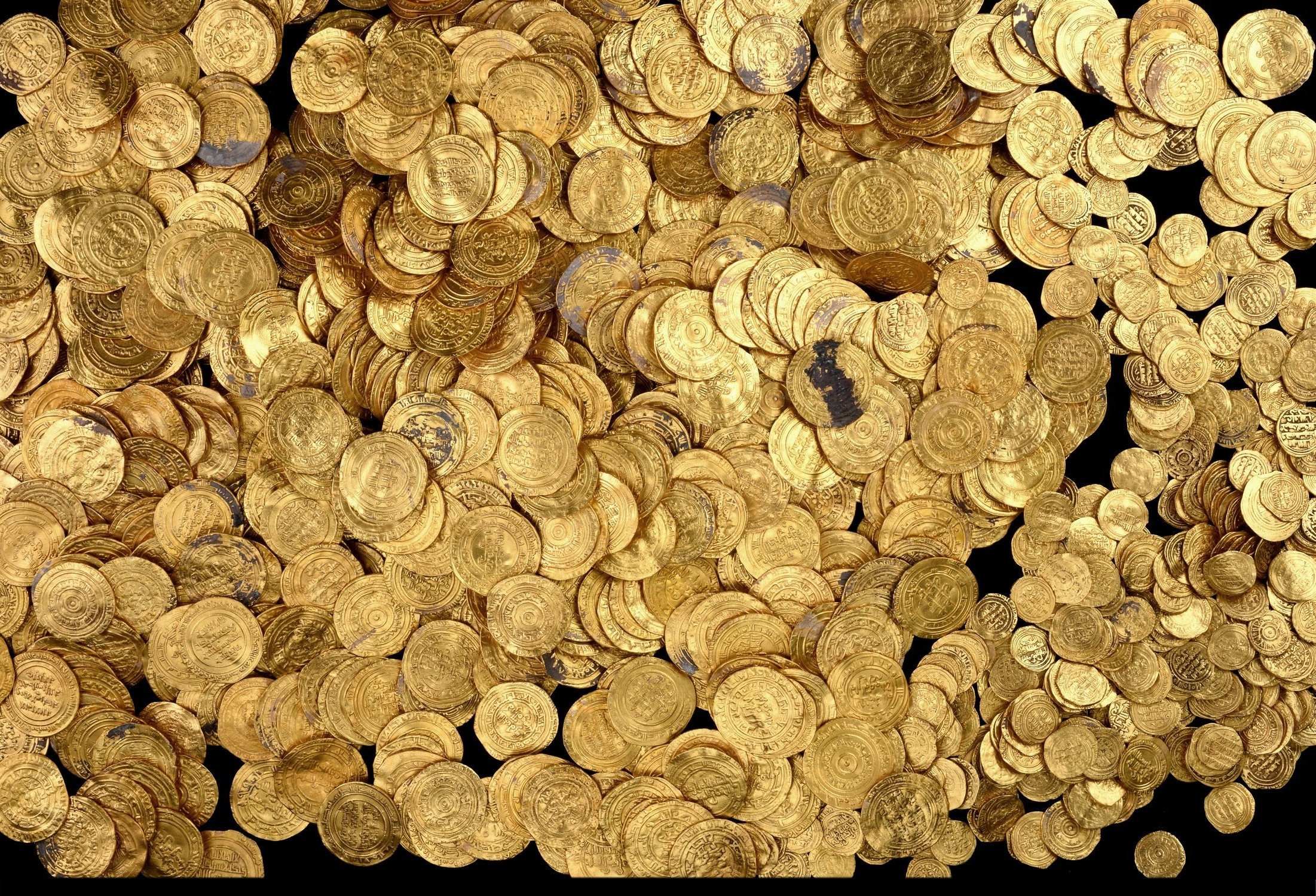 1000-Year-Old Gold Treasure Found by Divers in Caesarea (PHOTOS)