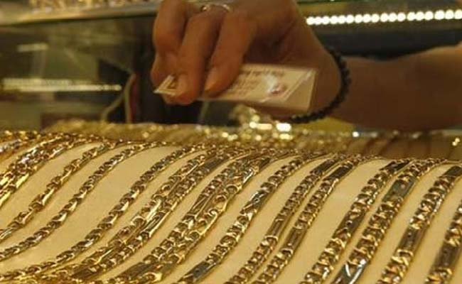 Gold, Silver Prices Decline on Global Cues