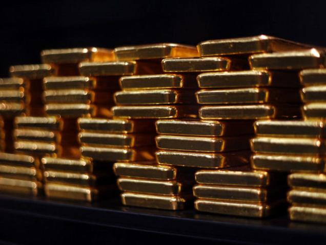 Gold surges by Rs. 240 on firming global trends