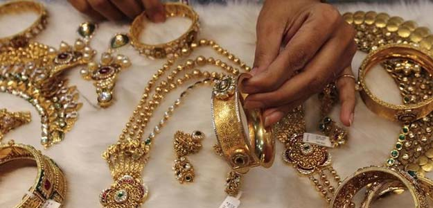 Gold, Silver Prices Stay Flat in Thin Trade