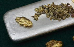 Gold Falls on Week, Silver Flat; US Mint Coin Sales Solid